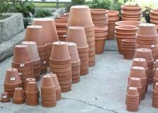47_Garden-Tools-Equipment_Clay-Pots-different-sizes