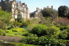 2a-X_X_X_Chelsea-Physic-Garden_Garden-Area_Photographer-Unknown_Alans-Garden-Influences