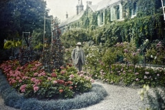 13-Giverny-Garden-France_Claude-Monet-In-Front-Of-His-Home_Google-Art-Project_Alans-Garden-Influences