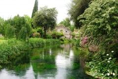5-Ninfa-Gardens-Italy_Alans-Garden-Influences