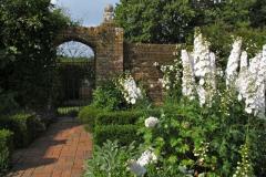 13-Vita-Sackville-Wests-Sissinghurst-Gardens_White-Flower-Garden_3_Alans-Garden-Influences