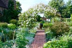 17-Vita-Sackville-Wests-Sissinghurst-Gardens_White-Flowers-Metal-Pergola_2_Alans-Garden-Influences