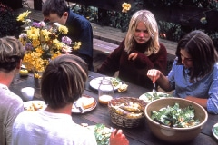19-X_X_X_UCSC-Chadwick-Garden-Project_student-apprentices-dining-outdoors-at-The-Chalet_photographer-unknown_courtesy-The-Chadwick-Society_19